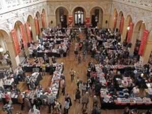 au-palais-du-commerce-la-salle-de-la-corbeille-reconvertie-en-librairie-archives-pierre-augros